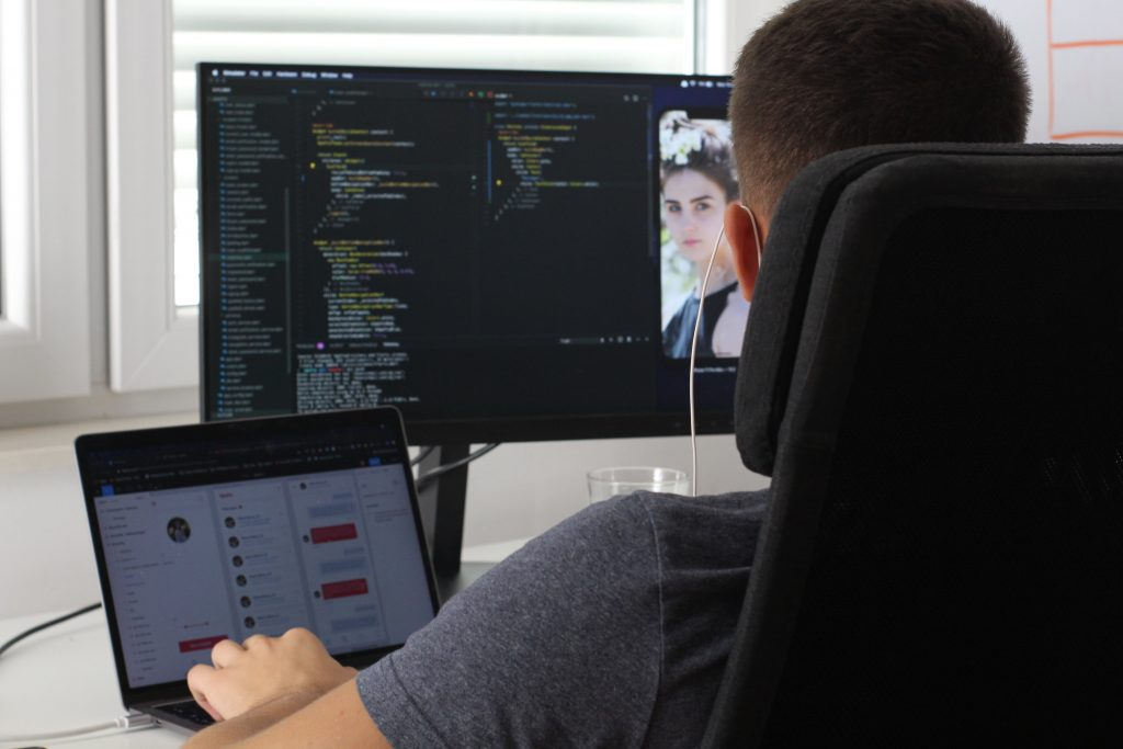 Software Development Outsourcing: Pros & Cons